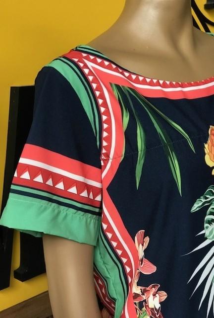 Blusa Feminina Manga Curta Azul Marinho Estampa Floral Gola Canoa