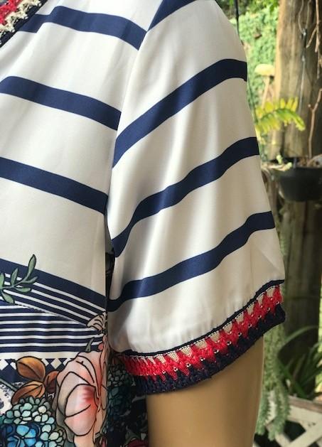 Blusa Feminina Branca Manga Curta Gola V