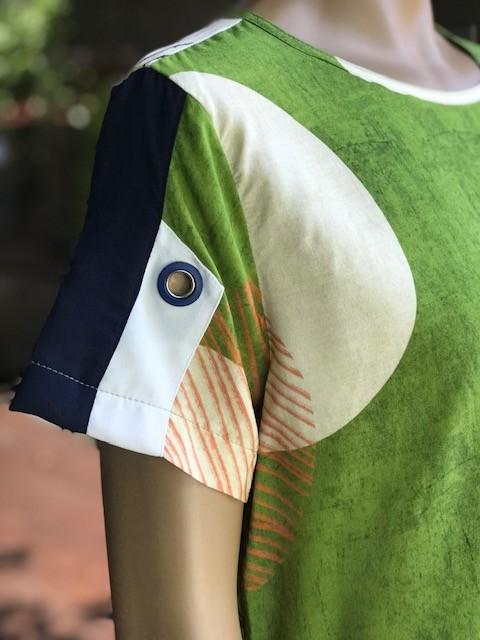 Blusa Feminina Manga Curta Pistachio Estampada Verde e Bege