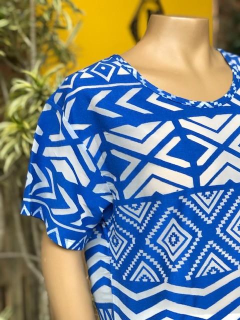 Blusa Feminina Manga Curta Rosa Tatuada Azul Estampada