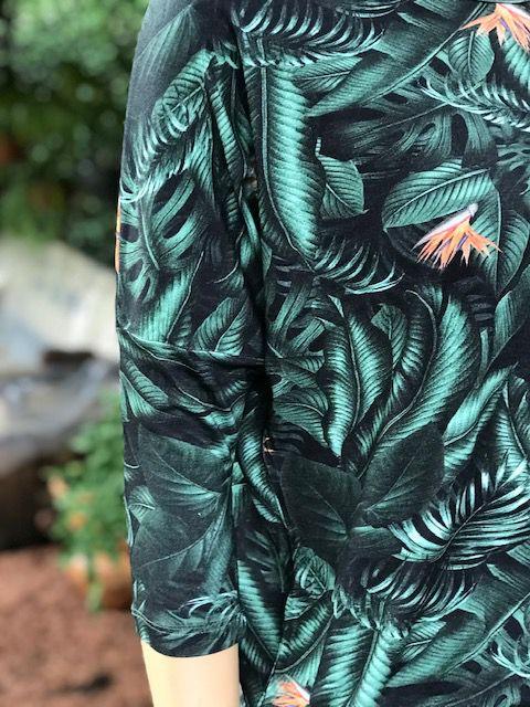 Blusa Feminina Meia Manga Verde e Preto Estampada