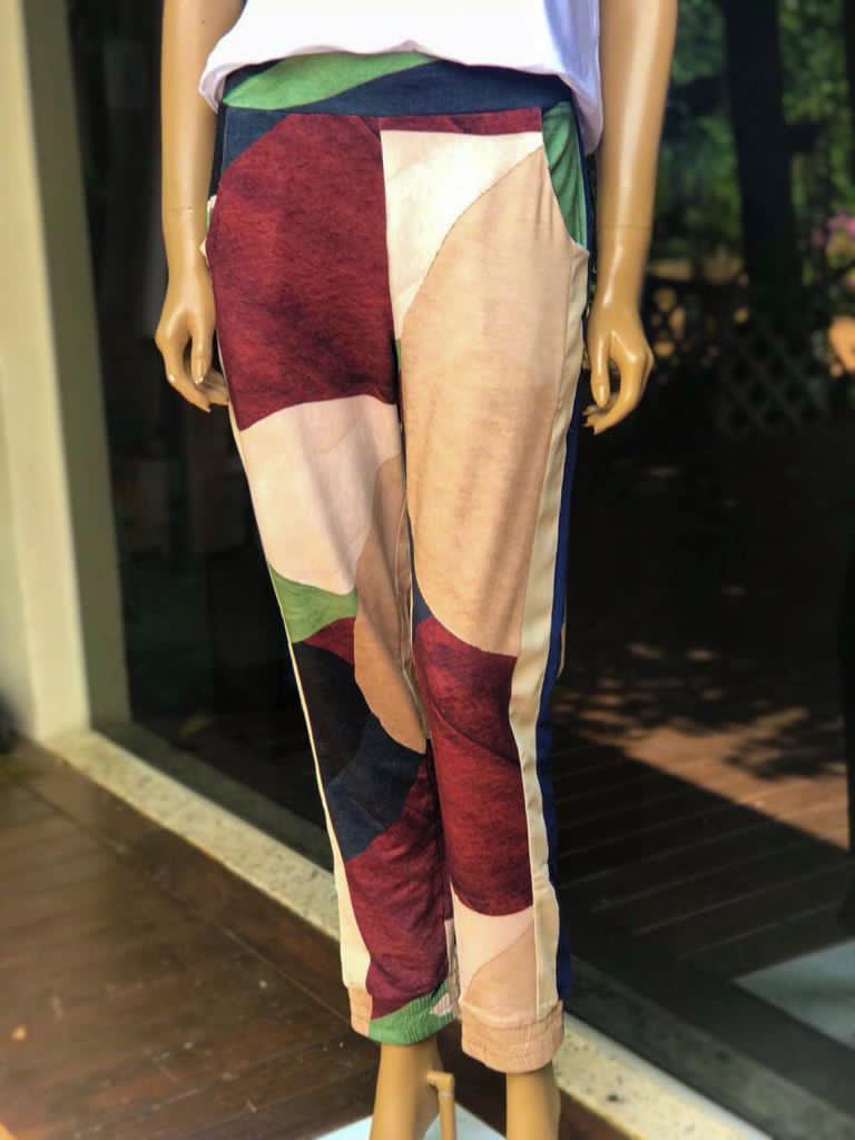 Calça Feminina Jogger Estampada Moletinho Verde e Marsala
