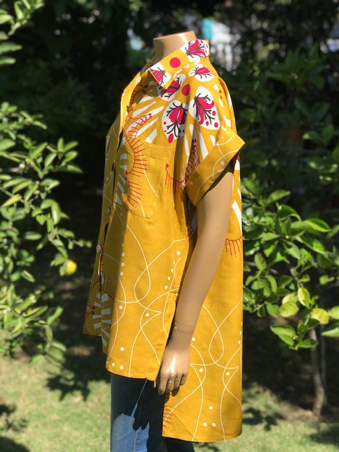Camisa Feminina Manga Curta Estampada Amarela