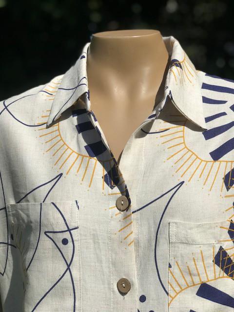 Camisa Feminina Manga Curta Gola Social Estampada Bege