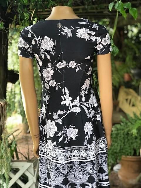Vestido Feminino Intuição Manga Curta Estampa Floral Preto e Branco