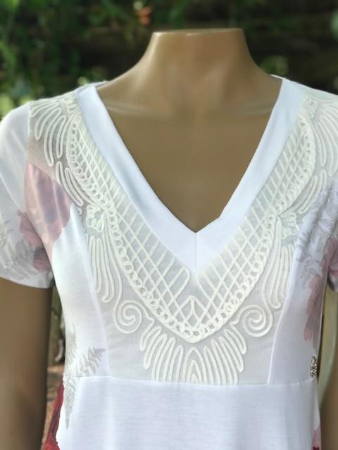 Vestido Feminino Intuição Manga Curta Decote V Branco Estampado Rosas Vermelho