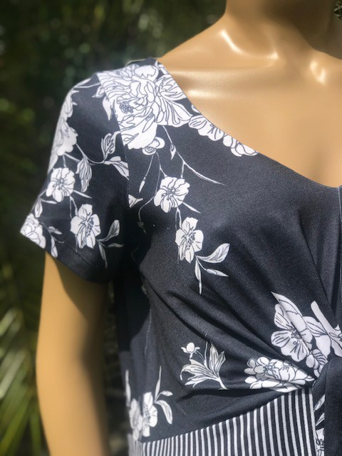 Vestido Feminino Manga Curta Intuição Gola V Estampado Preto