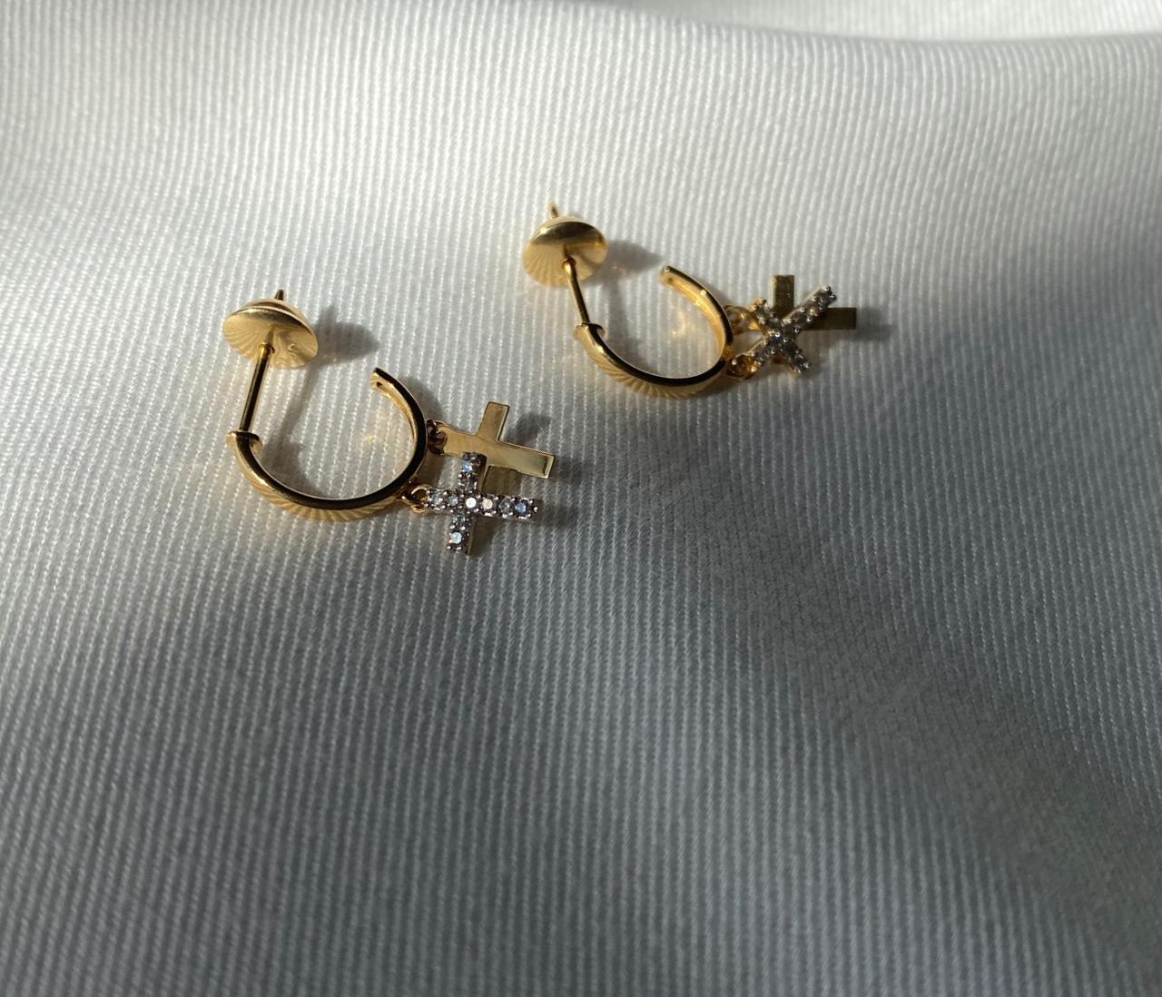 Brincos Cruz em Ouro 18k com diamantes