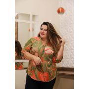 Camisa viscose gola padre Plus Size mix de estampas