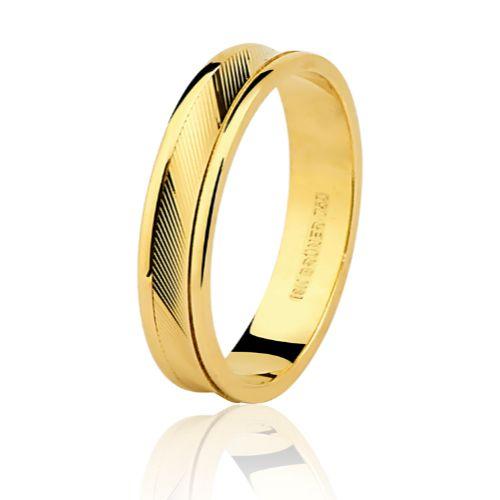 Aliança em Ouro 18K Amarelo com 4,4mm de Largura e trabalho Diamantado