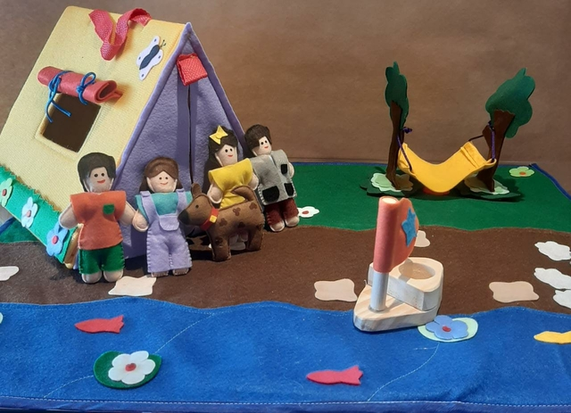 Brinquedo Educativo Kit Veraneio com Bonecos