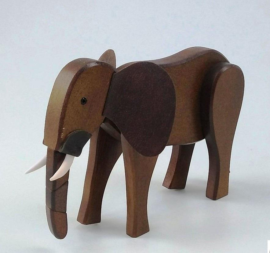 Elefante de madeira articulado
