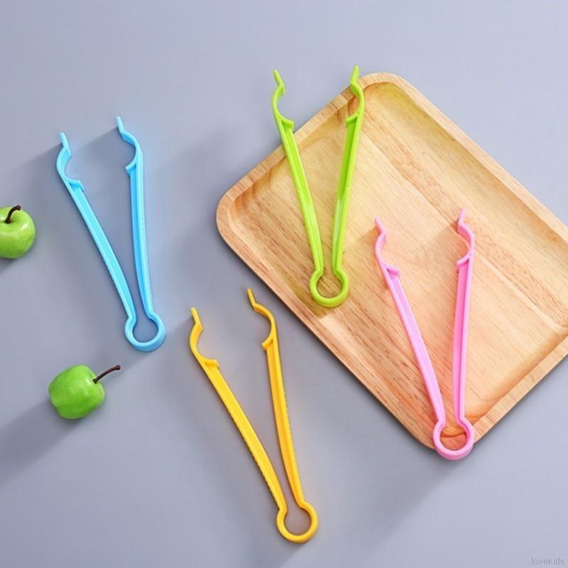 Pinça plástica para atividades infantis