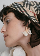 Brinco Flor Astromélia Branca