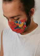 máscara floral vermelha