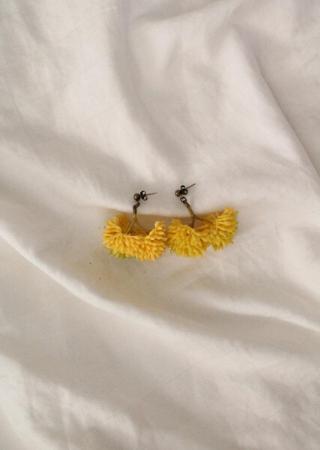Brinco Cravo Amarelo