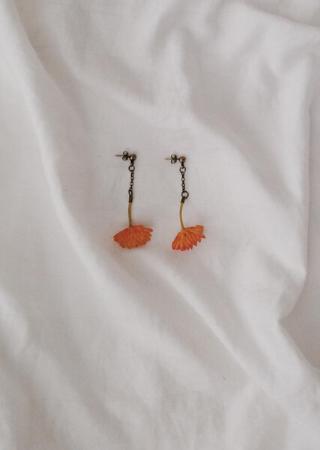 brinco cravo laranja