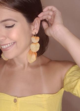 Brinco Mini Pétalas Amarelas