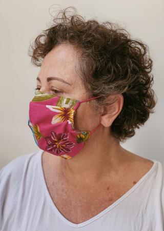 máscara floral rosa