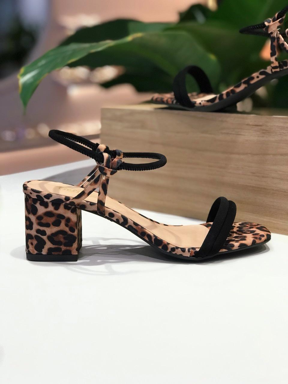 Sandália Lalá Preto com Onça Salto 6cm