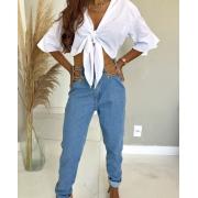 Calça jeans mom correntes abertura lateral