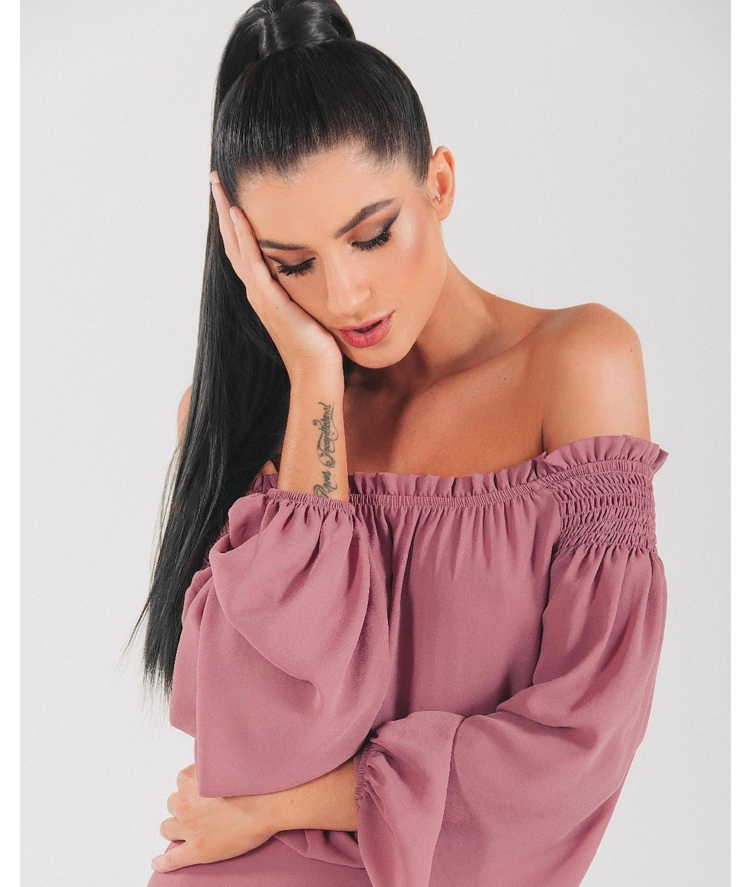 Blusa de crepe ombro a ombro