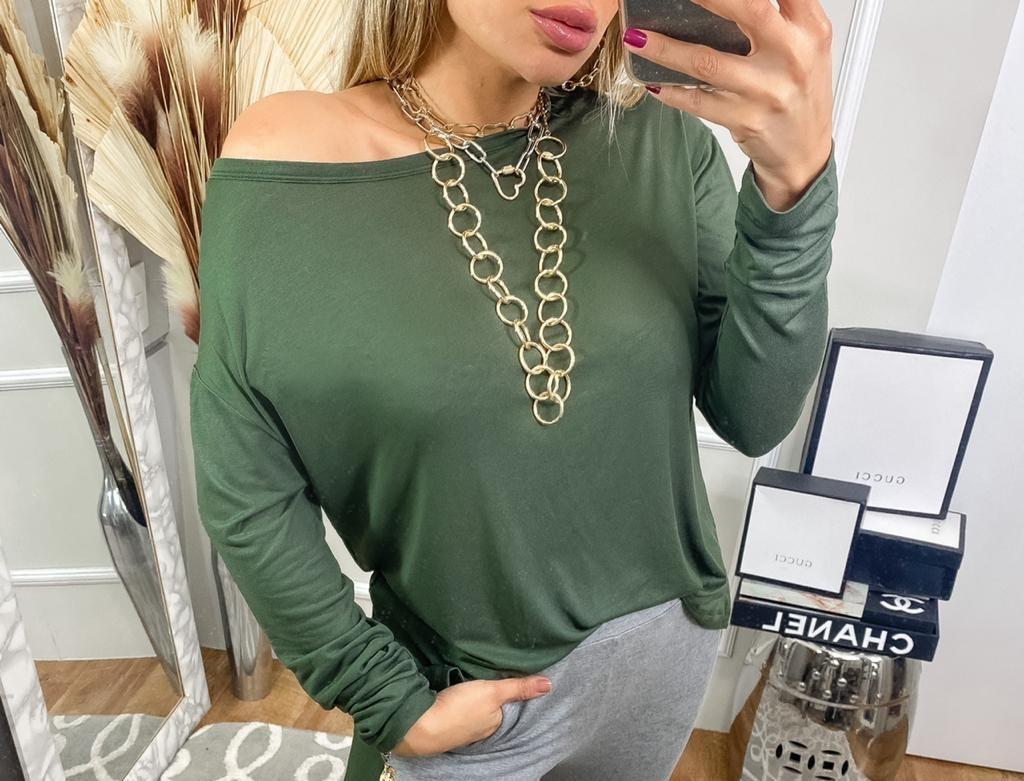 Blusa podrinha manga longa mais comprida atrás gola redonda