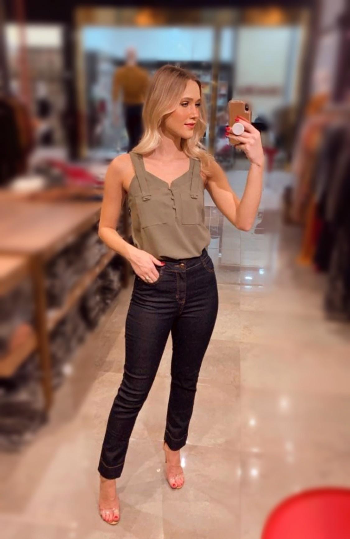 Calça reta jeans barra larga com lycra