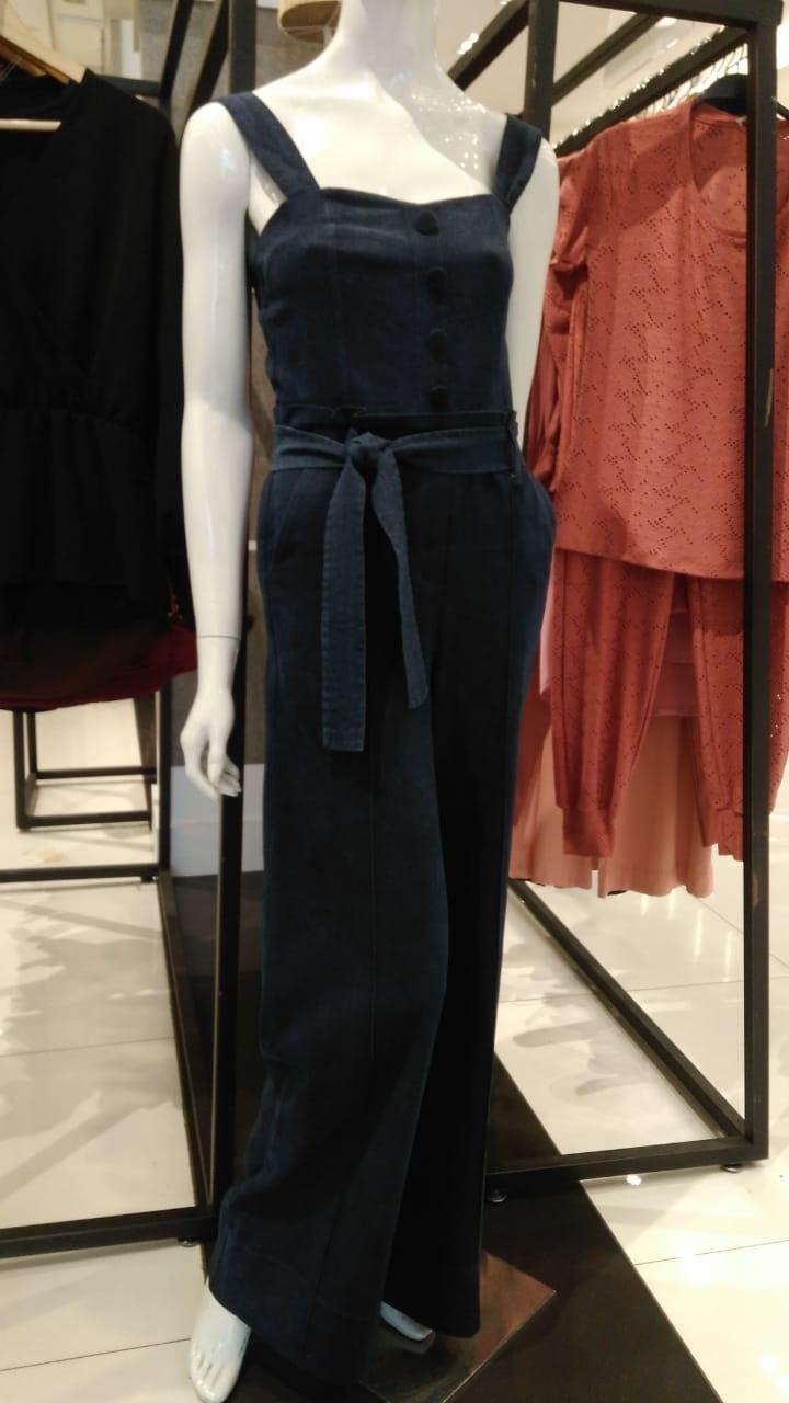 Macacão jeans longo de alça com botões forrados comfy
