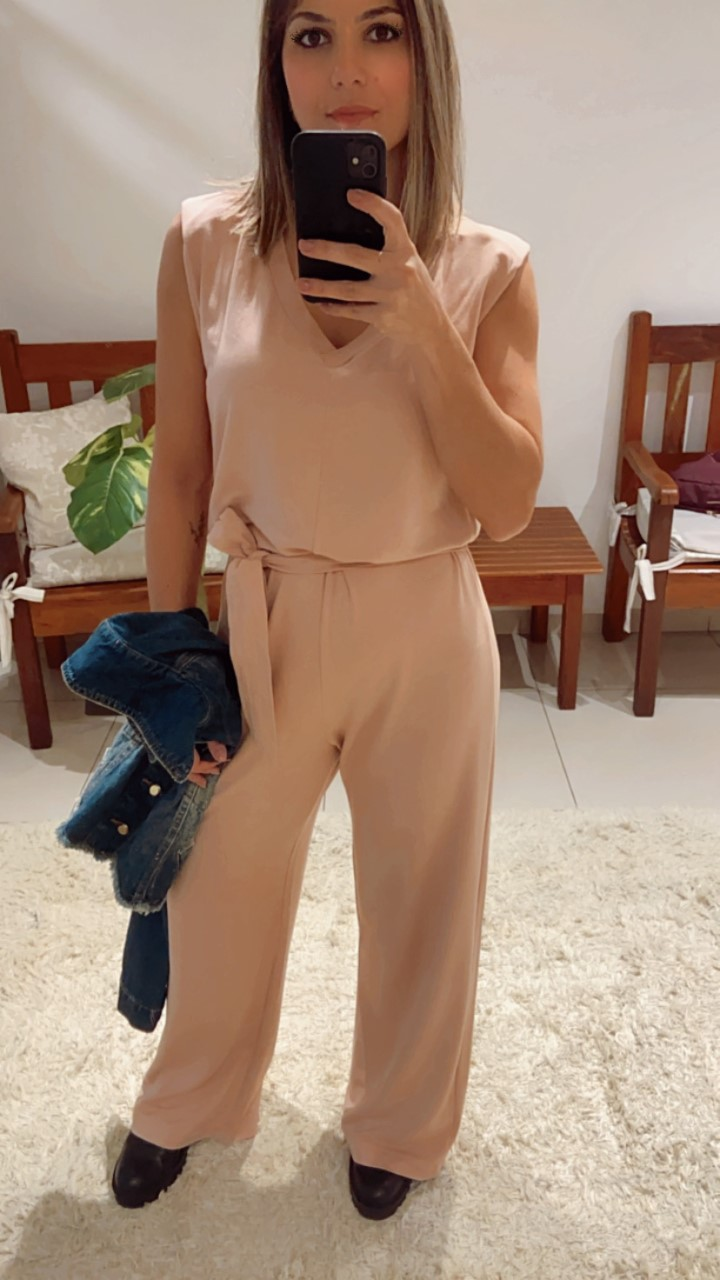 Macacão pantalona moletinho com faixa