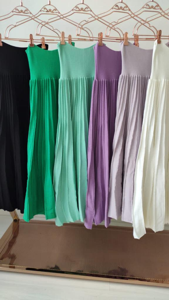 Saia midi de tricot plissê