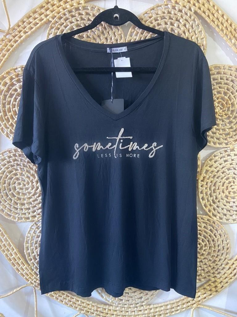 T-Shirt plus size bordada pedraria sometimes