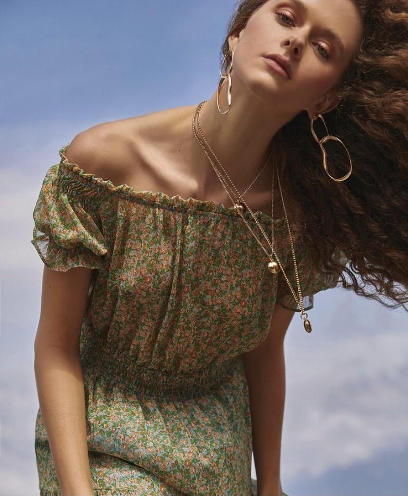 Vestido floral ombro a ombro