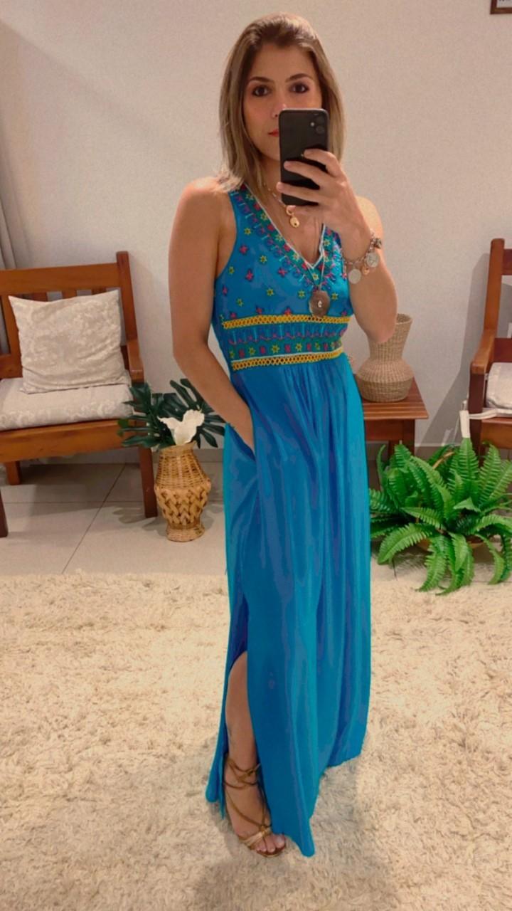 Vestido longo bordado colorido