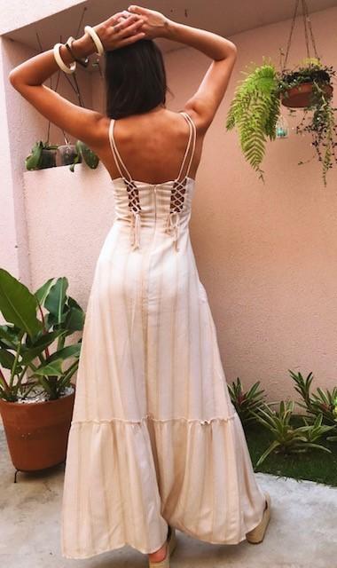 Vestido longo trançado nas costas
