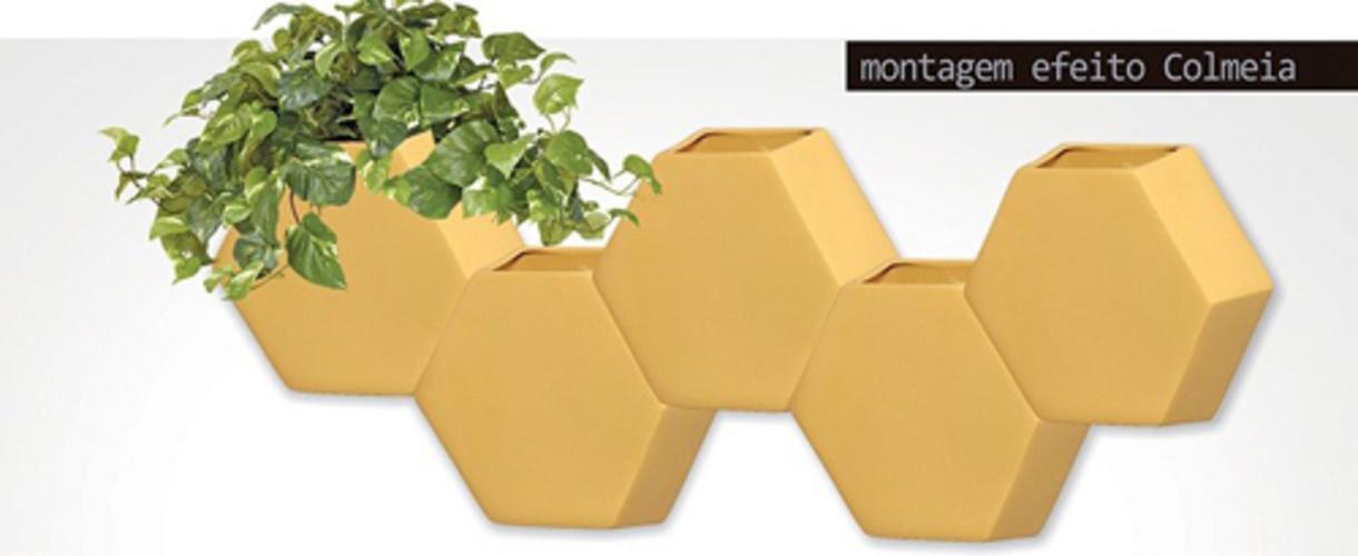 Vaso De Parede Hexagonal Em Cerâmica Bege Claro 24,5x26,4 cm