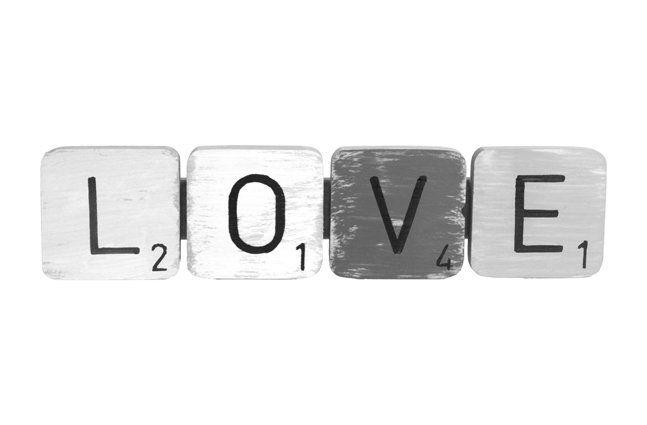 Pendente love em madeira (Roots) Calm -  31cm x 08cm Cor: Cinza