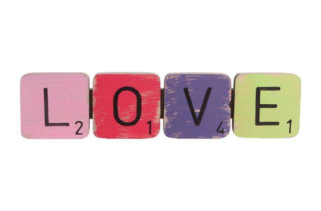 Pendente love em madeira (Roots) Joy -  31cm x 08cm Cor: Multicolor