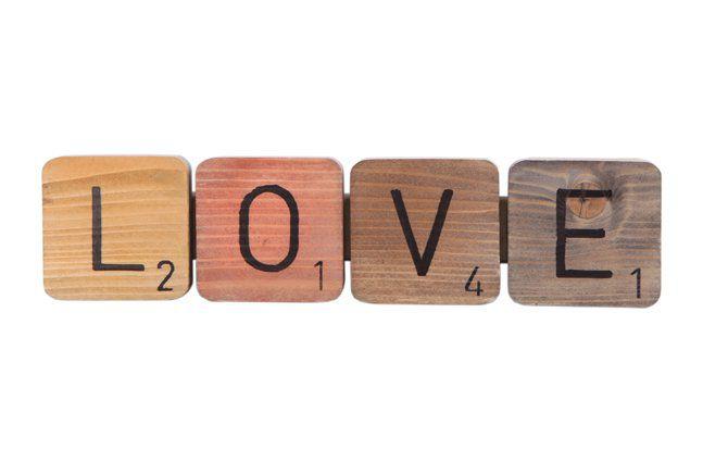 Pendente love em madeira (Roots) Warm -  31cm x 08cm Cor: Marrom