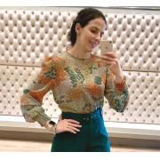 Blusa manga longa, estampa floral com fios de lurex e punho de lastex