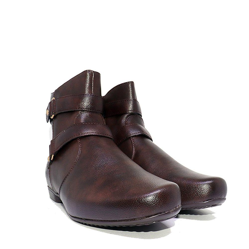 Bota bico redondo rasteira marrom.