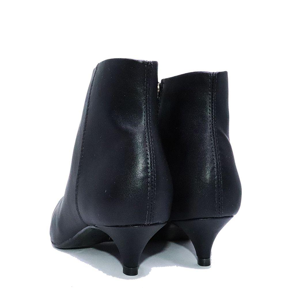 Bota cano curto bico fino lisa preta.