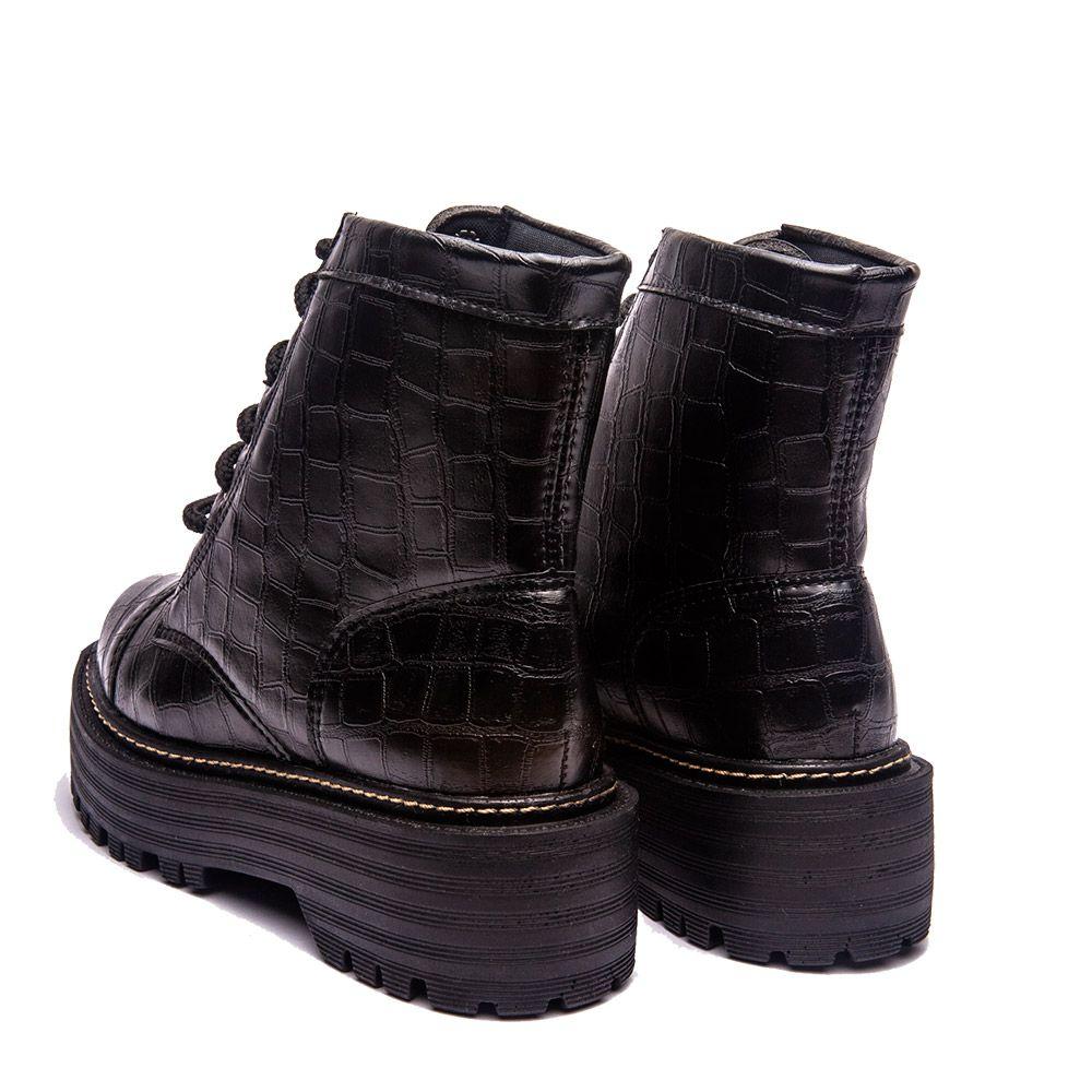 Coturno com cadarço preto solado tratorado preto todo croco preto.