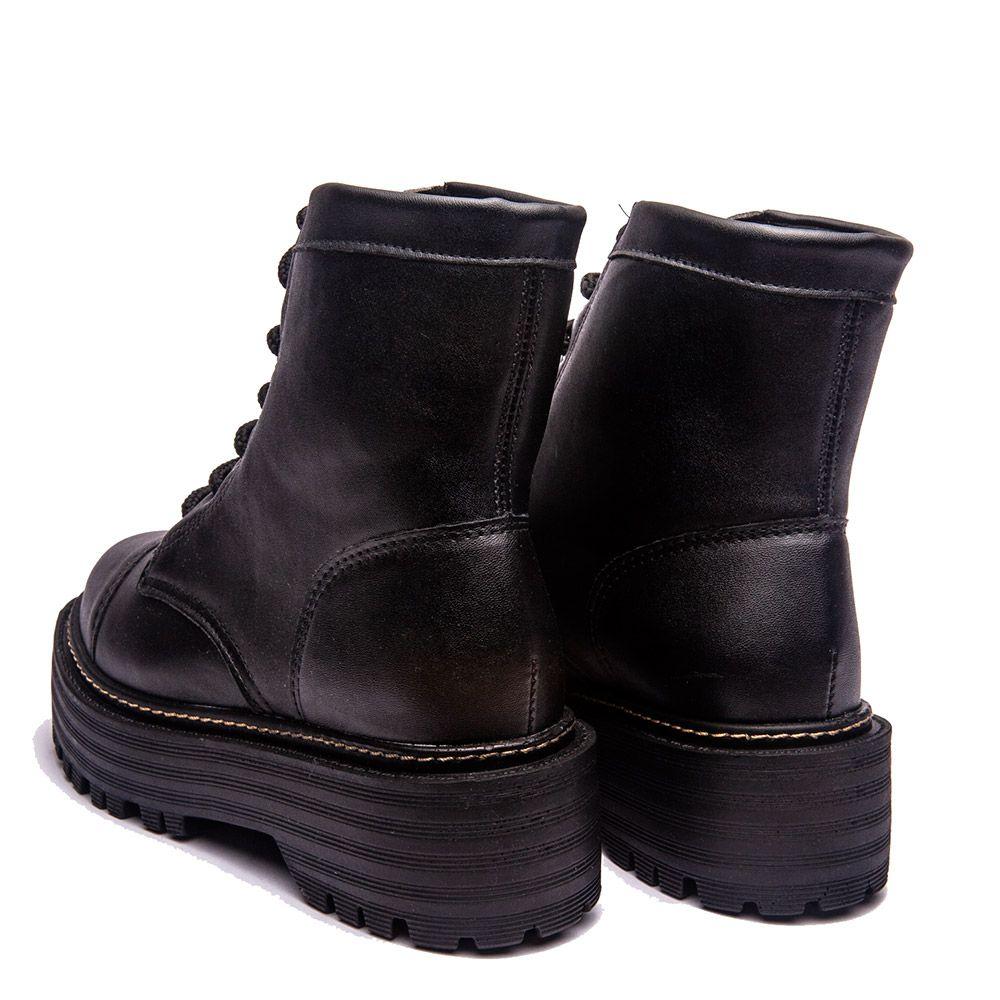 Coturno com cadarço preto solado tratorado preto todo napa preto.