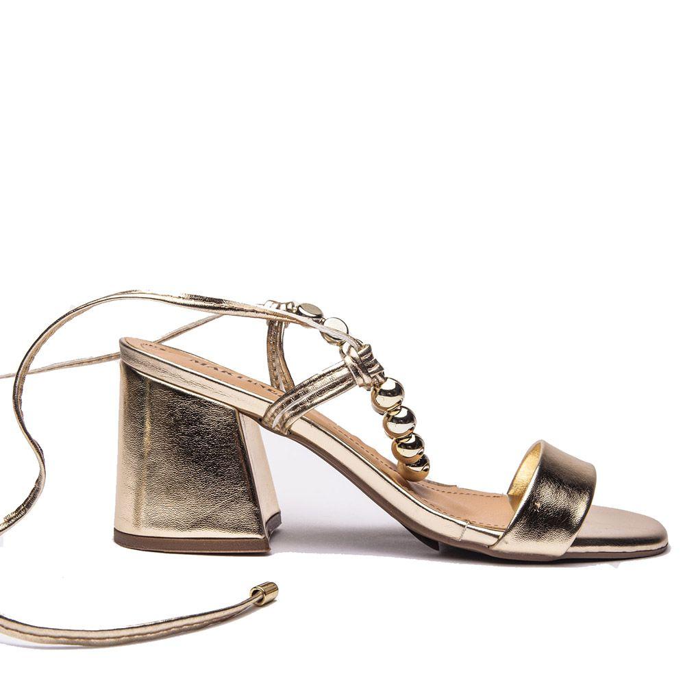 Sandália com aplicação amarração ouro