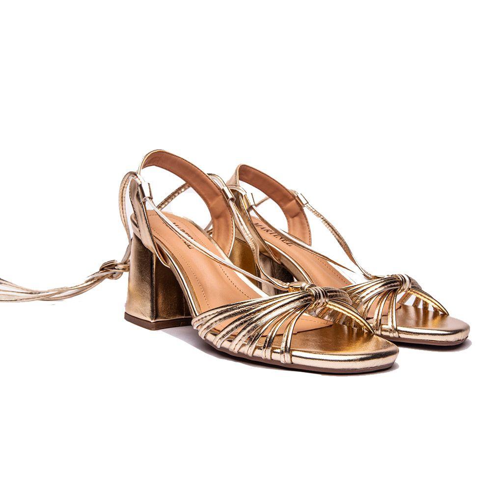 Sandália de amarração e salto bloco ouro