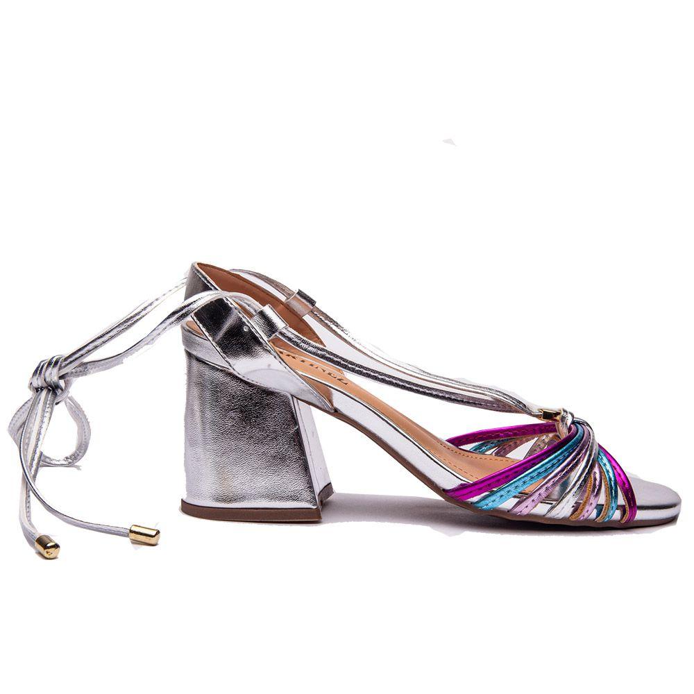 Sandália de amarração e salto bloco prata