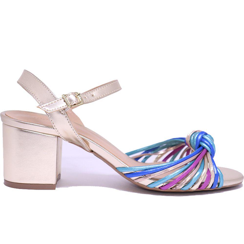 Sandália metalizada colorida salto bloco nó.