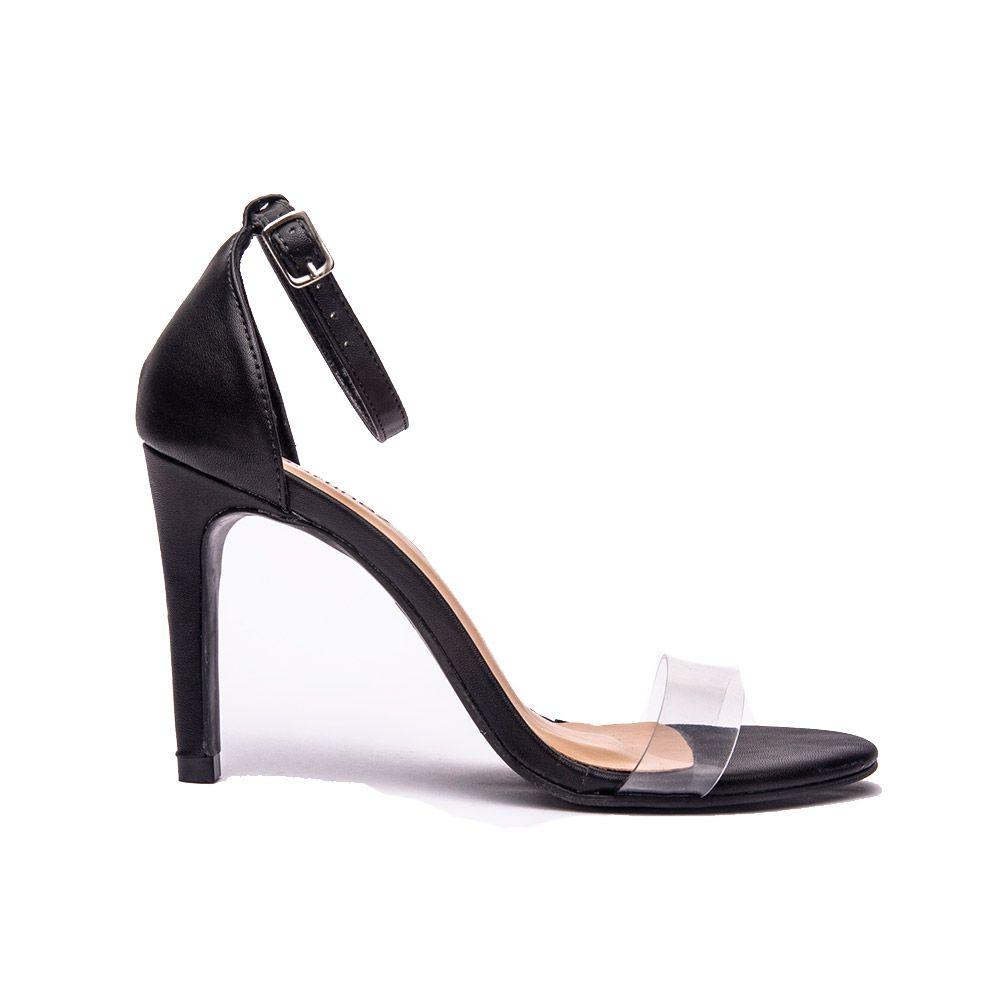 Sandália salto fino tira frente de vinil preto.