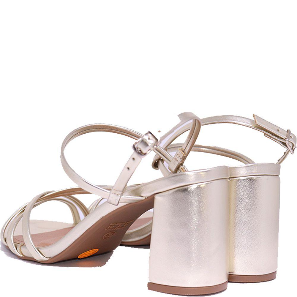 Sandália tira metalizadas champanhe.